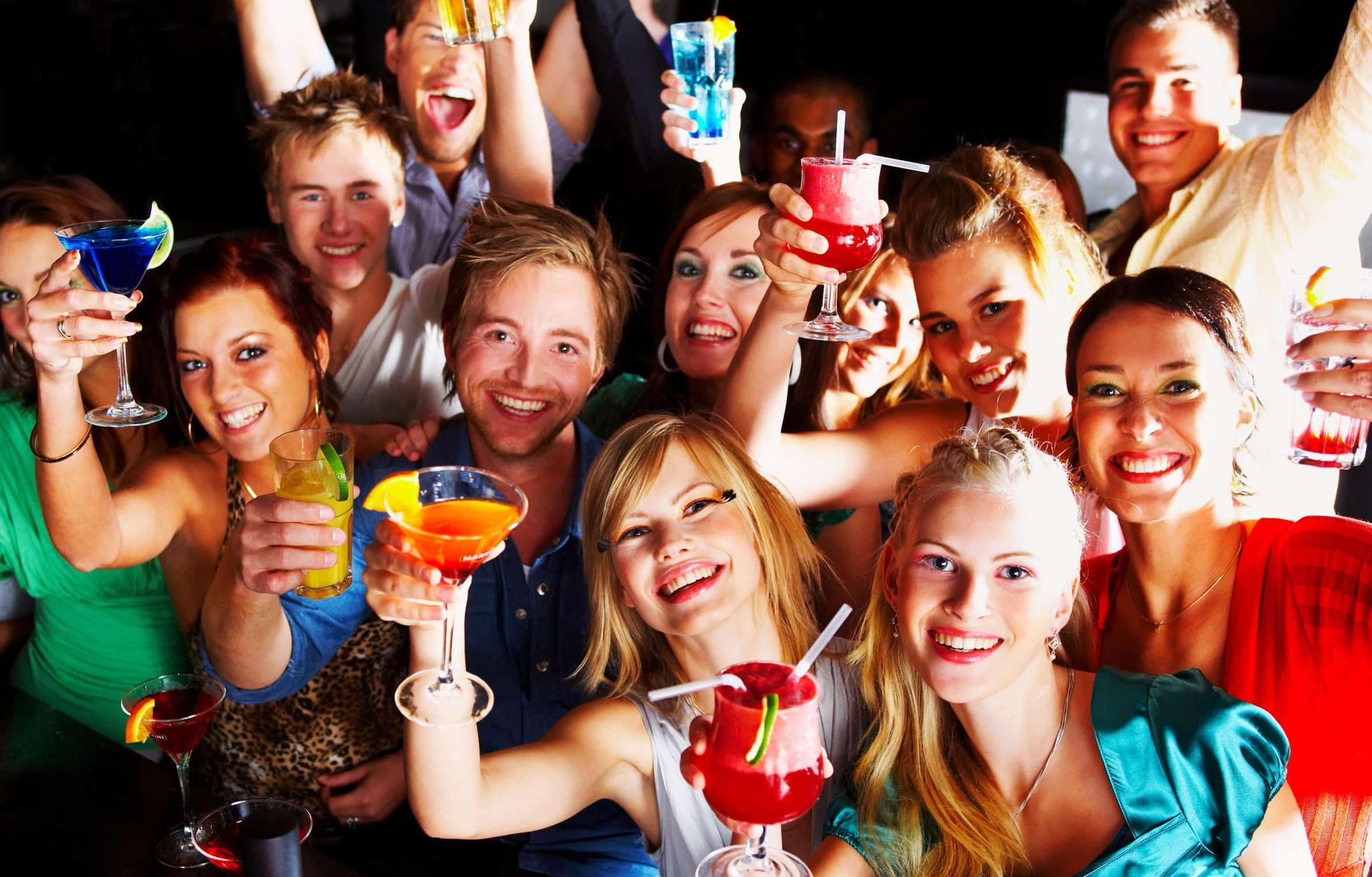 festa de comemoração do dia dos solteiros entre grupo